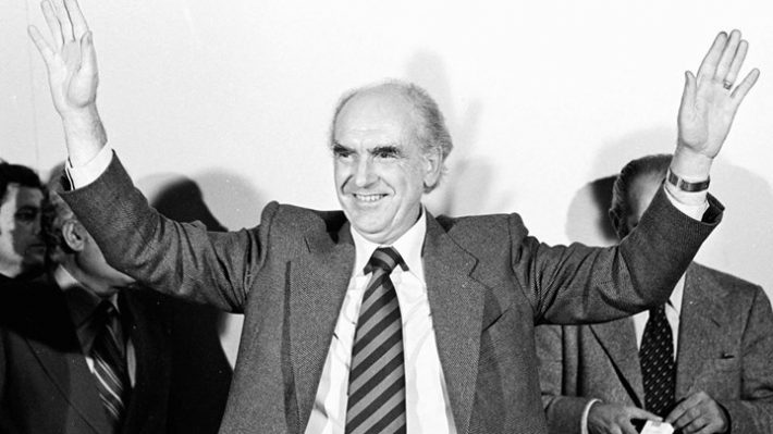 «Ανέβα Θεσσαλονίκη να το προλάβεις»: Η μέρα που ο Ανδρέας Παπανδρέου «έπνιξε» ένα πραξικόπημα