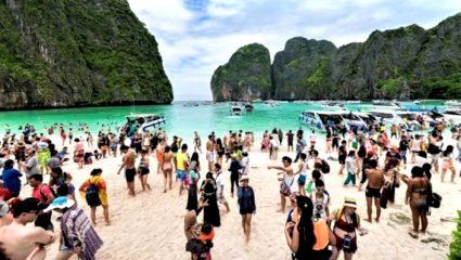 Η παραλία-όνειρο που καταστράφηκε από τις ορδές των τουριστών (Pics)