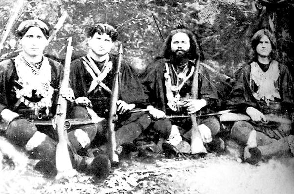 Το αίνιγμα των κρυφών στοών: Τα απόρρητα έργα του στρατού στη σπηλιά του Νταβέλη