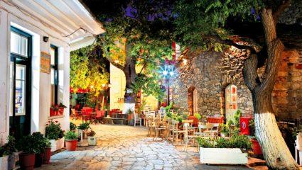 Ζει τη νύχτα: Το μοναδικό χωριό στην Ελλάδα που τα μαγαζιά ανοίγουν στις 11 το βράδυ