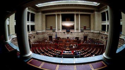 «Αν το ψηφίσουμε, πέσαμε»: Το πολιτικό κόστος του πιο σκληρού νομοσχεδίου που ήρθε ποτέ στη Βουλή