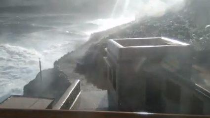 Αποκλεισμένος 10 μέρες απ' τα κύματα: Στον πιο επικίνδυνο Φάρο της Ελλάδας τα λάθη δεν συγχωρούνται