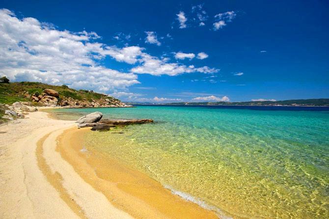 Το best seller του καλοκαιριού: Το νησάκι που δεν μπορείς να αποχωριστείς τον Αύγουστο έχει ακριβώς όσα χρειάζεσαι (Pics)