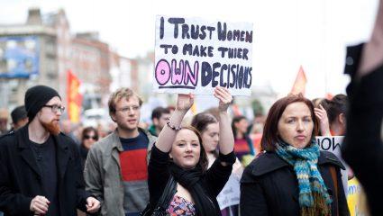 Μόνο εκτρώματα μπορούν να απαγορεύσουν τις εκτρώσεις