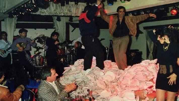 Η τελευταία νύχτα: Τι συνέβη στα μπουζούκια την βραδιά που απαγορεύτηκε το σπάσιμο πιάτων