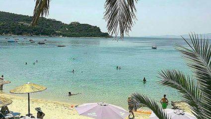 Φτηνές τιμές, νερά πισίνας, απόλυτη χαλάρωση: Το νησί που κάθε Αύγουστο παίζει χωρίς αντίπαλο (Pics)