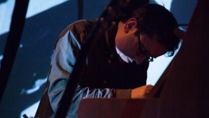 Ο Βασίλης Τζαβάρας παρουσιάζει τα δικά του ηχοτόπια στο Θέατρο Τέχνης