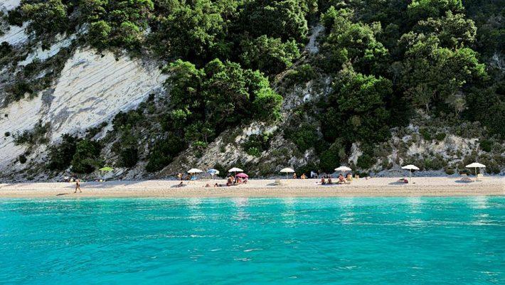 40 κάτοικοι, 140 ευρώ την εβδομάδα: Το τέλειο νησί για να αποφύγεις την πολυκοσμία λόγω κορωνοϊού το καλοκαίρι (Pics)