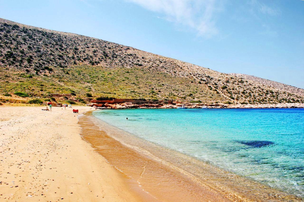 Σχέδιο ασφαλείς διακοπές: Το νησί που δεν κοιμάται ποτέ είναι ιδανικό για ζευγάρια και οικογένειες