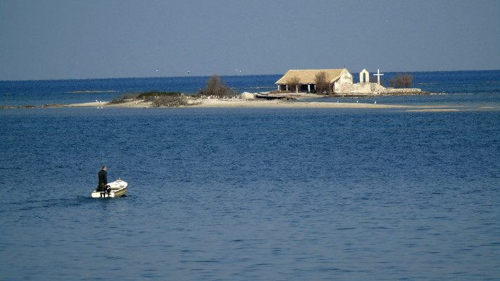 Κρυμμένο διαμάντι: Το παραδεισένιο ελληνικό νησάκι, όπου έζησε σαν ναυαγός ο Άγγελος Σικελιανός