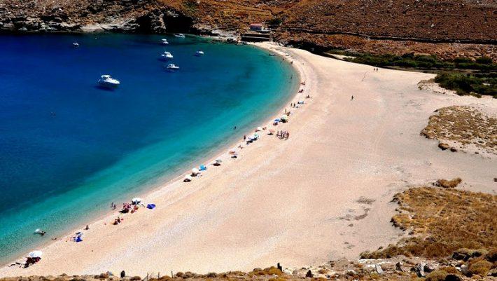 2 ώρες από Ραφήνα: Το νησί με τα πιο φτηνά εισιτήρια είναι το ιδανικό για βασιλικές διακοπές