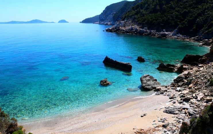 Άγιος Ιωάννης: Ο λόγος που όλοι θέλουν σαν τρελοί να κολυμπήσουν σε αυτή την παραλία (Pics)