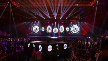 Βραβεία MAD: Οι 2 τραγουδιστές που πλακώθηκαν την ώρα που τραγούδαγε η Γαρμπή