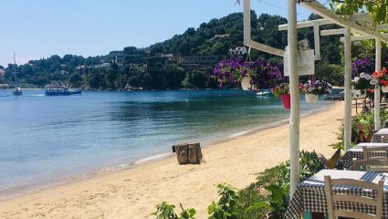 Καταργεί τη λογική: Το ελληνικό νησί-όνειρο που κάθε Ιούλιο ρίχνει τις τιμές του (Pics)