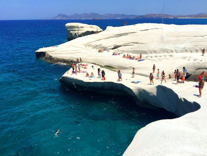 Βουτιά και... γκαντεμιά: Η πανέμορφη παραλία που όποιο ζευγάρι φωτογραφίζεται σ' αυτήν χωρίζει (Pics)
