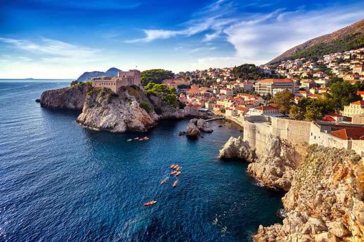 Γιατί το ταξίδι στο εξωτερικό μόνος/η είναι εμπειρία ζωής και μέρη-προτάσεις για την πρώτη σου φορά