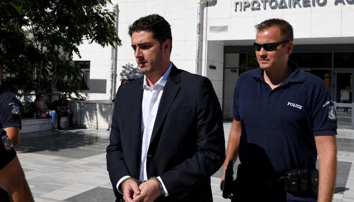 Ο Φλώρος της ΝΔ ή του ΣΥΡΙΖΑ;