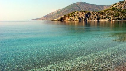 Καλύτερη κι από το Πόρτο Κατσίκι: Η παραλία – όνειρο που βρίσκεται μια ανάσα από την Αθήνα (Pics)