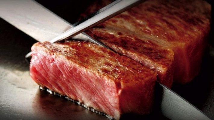 Μπριζόλα Kobe beef 920 ευρώ: Γιατί η «Rolls Royce του κρέατος» είναι τόσο σπάνια