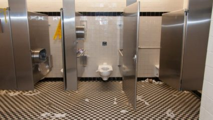 5 πράγματα που φοβάσαι όταν πηγαίνεις τουαλέτα σε μαγαζί