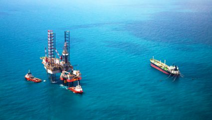 Το κράτος παραδίδει τη θάλασσα της χώρας για εξορύξεις αντί πινακίου φακής