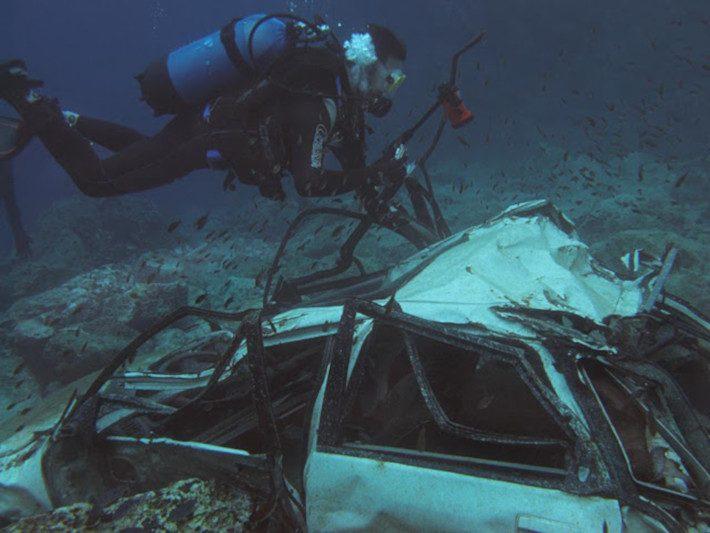 Στο βυθό της παρανομίας: Το μεγαλύτερο υποβρύχιο νεκροταφείο κλεμμένων αυτοκινήτων στην Ελλάδα