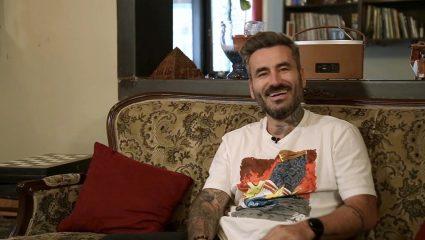Tattooligans: Ο Γιώργος Μαυρίδης κάνει πλέον τατουάζ για να περνάει καλά (Vid)