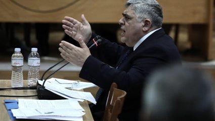 Κι όμως ειπώθηκε στα σοβαρά: «Ο Μιχαλολιάκος καταδικάστηκε επειδή σήκωσε το δεξί του χέρι»
