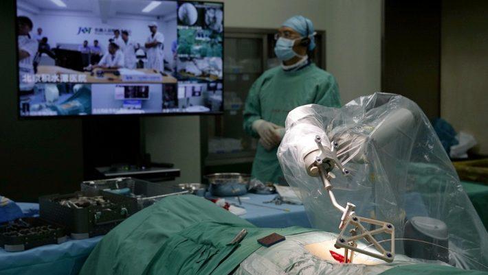 Χειρουργεία, μηχανήματα, αυτοκίνητα: Τι αλλάζει στη ζωή μας το 5G που απέρριψαν στην Καλαμάτα