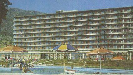 «Τα Σόδομα και Γόμορρα της Ελλάδας»: Το τέλος του ξενοδοχείου γυμνιστών που ήταν 50 χρόνια μπροστά