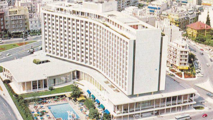 «Το ωραιότερο Hilton του κόσμου»: Η ιστορία του εμβληματικού κτιρίου που θα «βεβήλωνε» τον Παρθενώνα