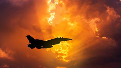 «Έπεσε πάνω μας σαν φλεγόμενη μπάλα»: Ο μοιραίος διακόπτης του ελληνικού F16 που σκότωσε 11 πιλότους
