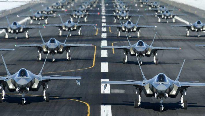 Εντυπωσιακό βίντεο: 52 F-35 κάνουν τον «περίπατο των ελεφάντων»