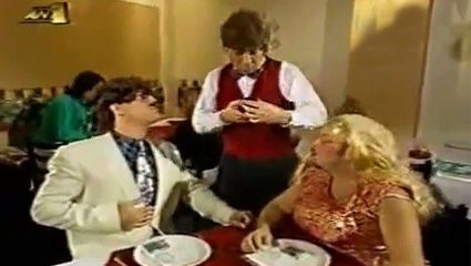 Έκλαιγαν στα γυρίσματα: Το νο1 ανέκδοτο του Καλυβάτση με τον σερβιτόρο στο εστιατόριο (Vid)