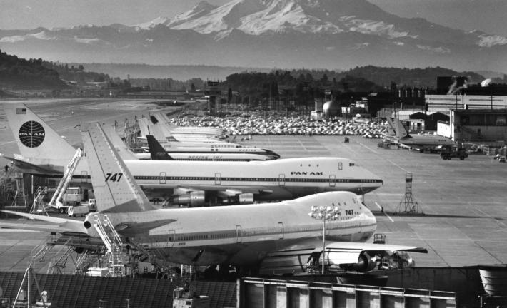 «Ο βασιλιάς των ουρανών»: Το αεροπλάνο-θρύλος που χρειάστηκαν 50.000 άνθρωποι για να φτιαχτεί