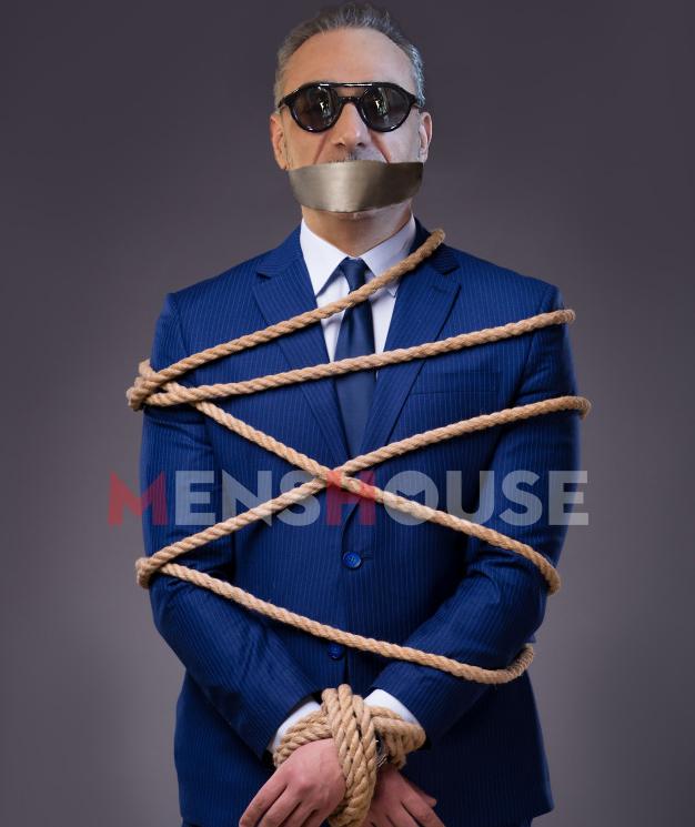 Πήρε τα μέτρα του: Έτσι θα εμφανίζεται στη σκηνή ο Σφακιανάκης για να μην ξαναπέσει (Pics)