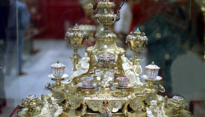 «Είναι αδύνατο να πωληθούν»: Η κλοπή των κοσμημάτων του 1 δις που καμιά ασφαλιστική δεν κάλυπτε