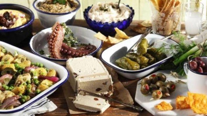 4 μέτρια φαγητά που τα τρώμε «επειδή είναι Καθαρά Δευτέρα»