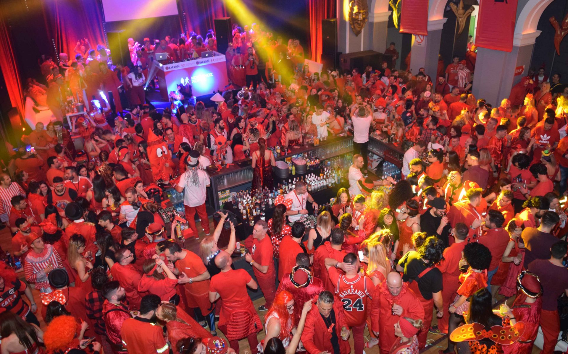 """Η """"επανάσταση"""" κι η ανευθυνότητα μας εξαντλήθηκε στην απαγόρευση για τα καρναβάλια"""