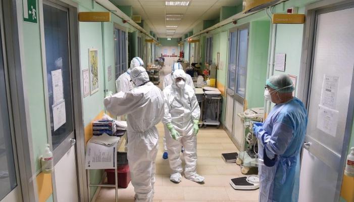 Δεν είναι σαν τους άλλους ιούς: Πώς αντιδρά ο κορωνοϊός στη ζέστη του καλοκαιριού