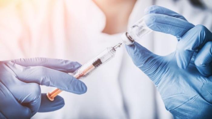 Παρακάμπτουν τα ποντίκια: Οι 45 εθελοντές που ρίχνονται στη μάχη του πρώτου εμβολίου κατά του κορωνοϊού