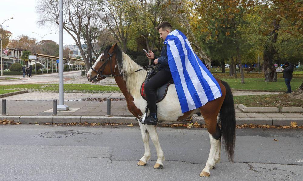 Aυτά τα κατοικίδια επιστράτευσαν οι Έλληνες για να πάρουν άδεια και να βγουν απο το σπίτι (Pics)