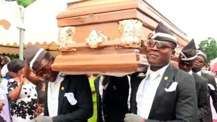 Το πιο διάσημο meme: Ποιοι είναι οι 4 Γκανέζοι χορευτές των κηδειών που δε θες να δεις ποτέ μπροστά σου (Pics)