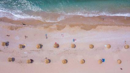 Εικόνα ξένη στο μάτι: Η πρώτη παραλία στην Αθήνα που έλαβε μέτρα για τον κορωνοϊό, άλλαξε όψη (pics)