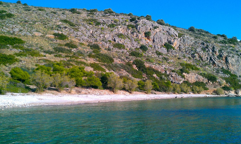 Πας με 18€ βενζίνη, χωρίς πλοίο: Το χωριό που θυμίζει νησί του Ιονίου έχει τα πάντα στις καλύτερες τιμές (Pics)