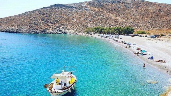«Η πεταλούδα του Αιγαίου»: Το μικρό νησί με τις…ατομικές παραλίες που σου προσφέρει πριβέ διακοπές (Pics)