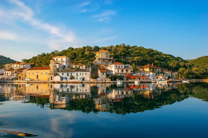Παίζει χωρίς αντίπαλο: Το μικρό ελληνικό νησί με τις 30 μαγικές παραλίες είναι και επίσημα ο νο1 covid-free προορισμός