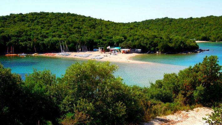 Η «Καραϊβική της Ελλάδας»:  Το παραθαλάσσιο χωριό που αποθεώνουν οι χρήστες του Tripadvisor (Pics)