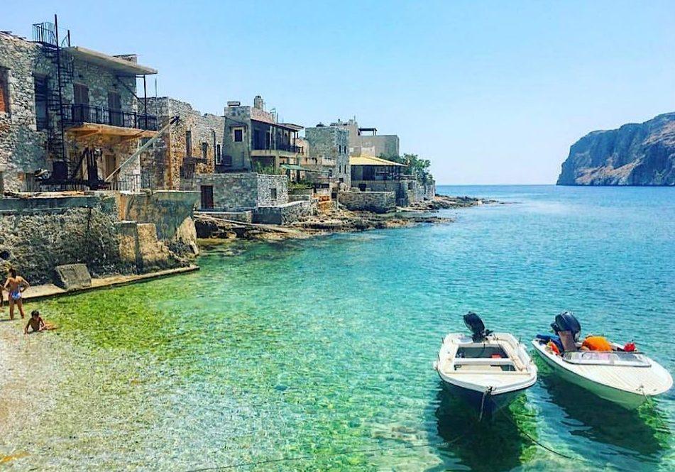 Ταξίδι ζωής: Το ωραιότερο road trip στην Ελλάδα με τις «μυστικές» παραλίες που θα θυμάσαι για μια ζωή