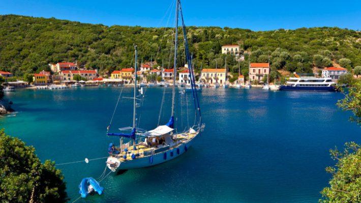 Σμαραγδένιες παραλίες, τιμές - έκπληξη: Το νησί που για χάρη του αλλάζεις lifestyle διακοπών